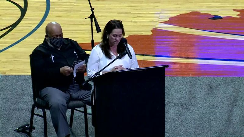 The Charleston Mayor speaks at the funeral for 18-year-old high school student and athlete...