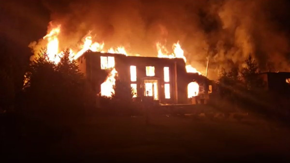 Family escapes burning home in the Bella Woods subdivision in Putnam County, W.Va.