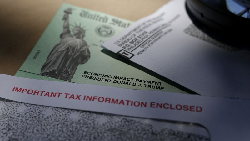 A number of taxpayers who use tax preparation services, such as H&R Block and TurboTax, say...