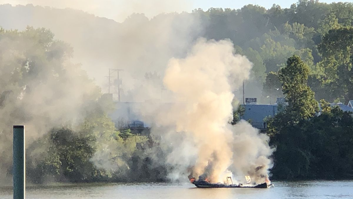 A fire has been reported on a boat along the Kanawha River.
