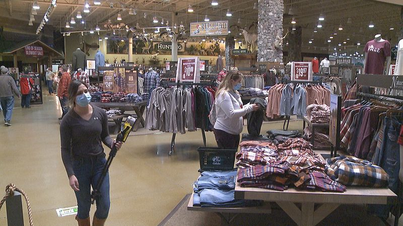 Shoppers opt to take business online, curbside