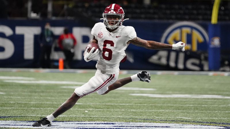 Alabama wide receiver DeVonta Smith (6) runs against Florida during the first half of the...