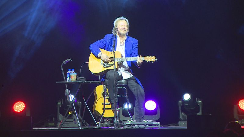 The arena held fans at a much lower capacity and stuck to mask guidelines for the Travis Tritt...