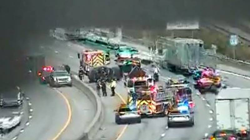 Fast and middle lanes shut down I64 W and the fast lane shut down I64 E around the Oakwood area...