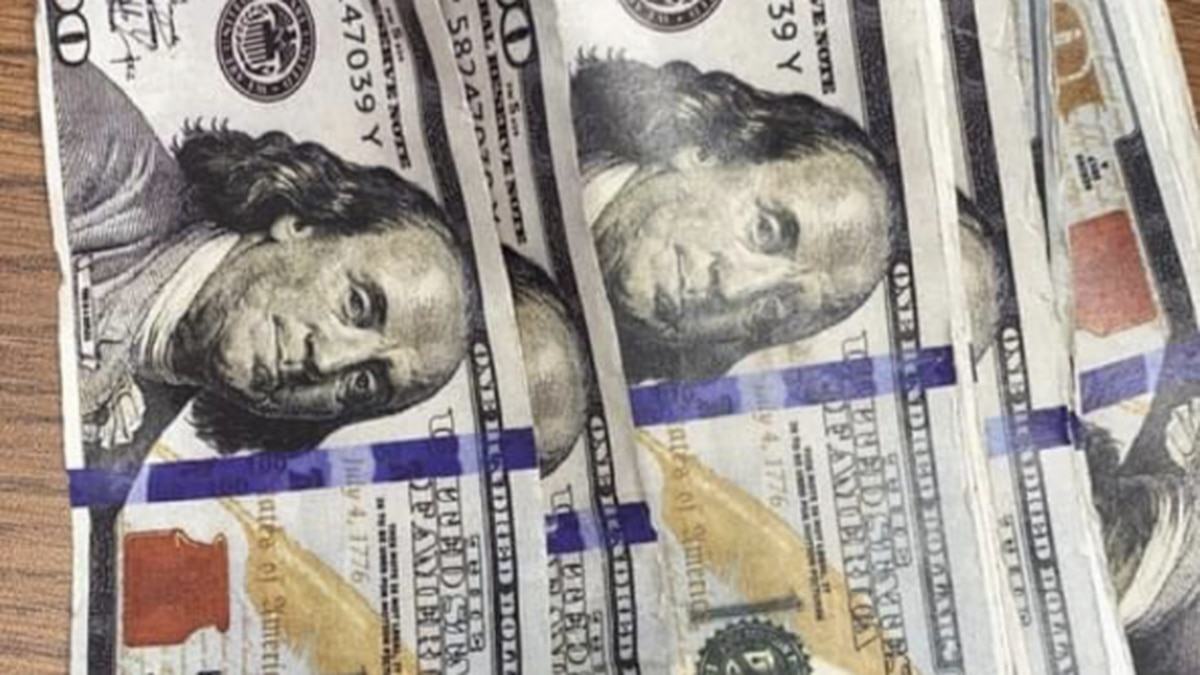 Officers say people reported several $100 bills on U.S. 23 near exit 23 in Pikeville, Kentucky.